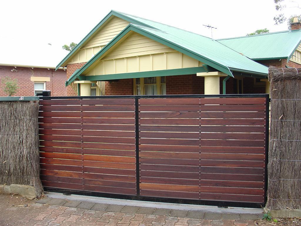Mẫu cổng mở cánh bằng gỗ
