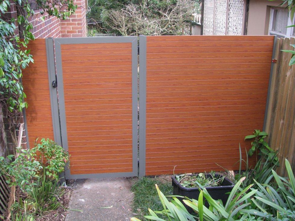 Mẫu cổng mở gỗ