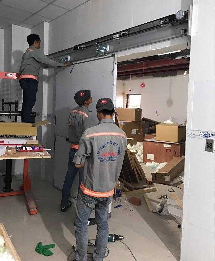 Cửa bệnh viện Xuyên Á - GD2 - baophuc.vn