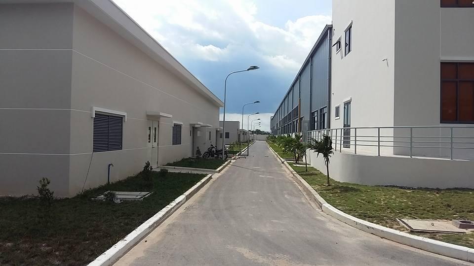 Cổng tự động nhà máy Sunluxen
