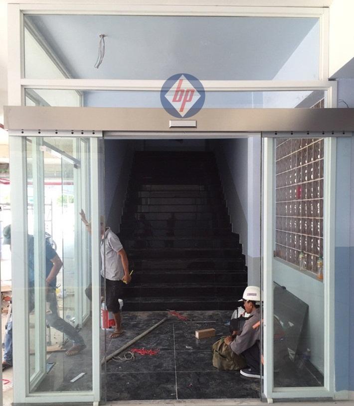 Cửa kính trượt tự động Nhật Bản