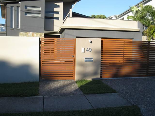 Mẫu cổng bằng gỗ mở cánh đẹp
