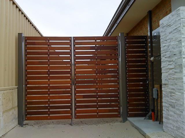 Mẫu cổng gỗ mở cánh đẹp