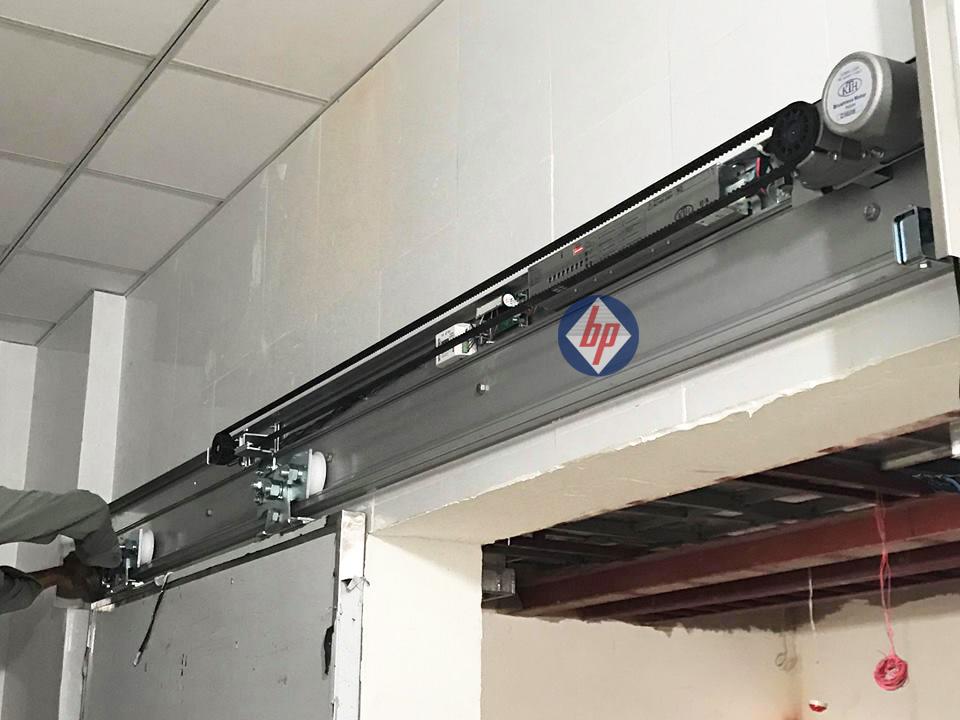 Cửa bệnh viện Xuyên Á 004 - GD2 - baophuc.vn