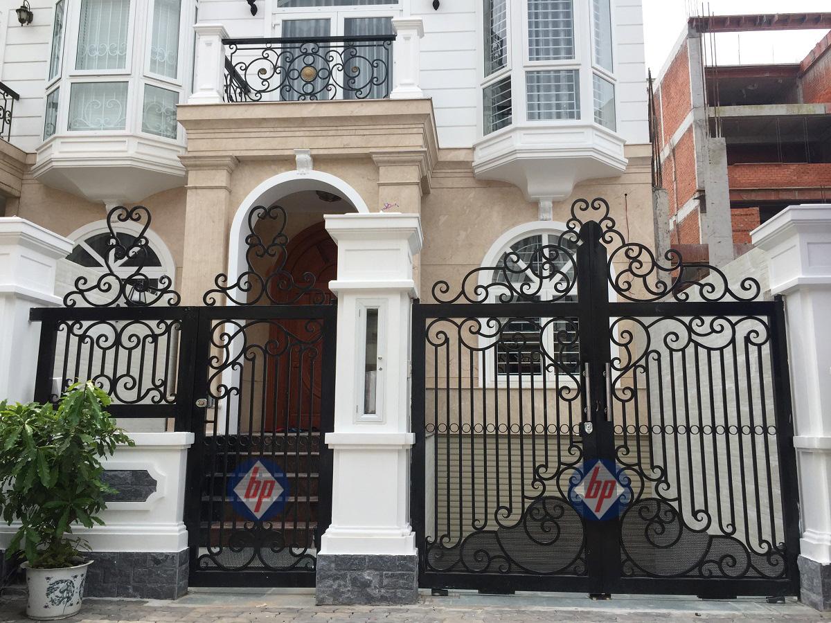 Cổng cửa tự động thành phố ven biển
