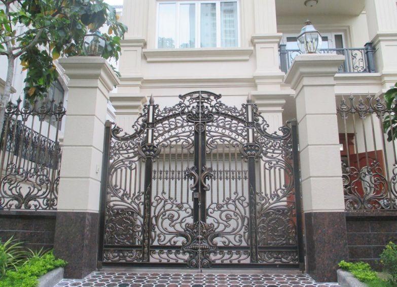 Mẫu cổng nhôm đúc đẹp 04
