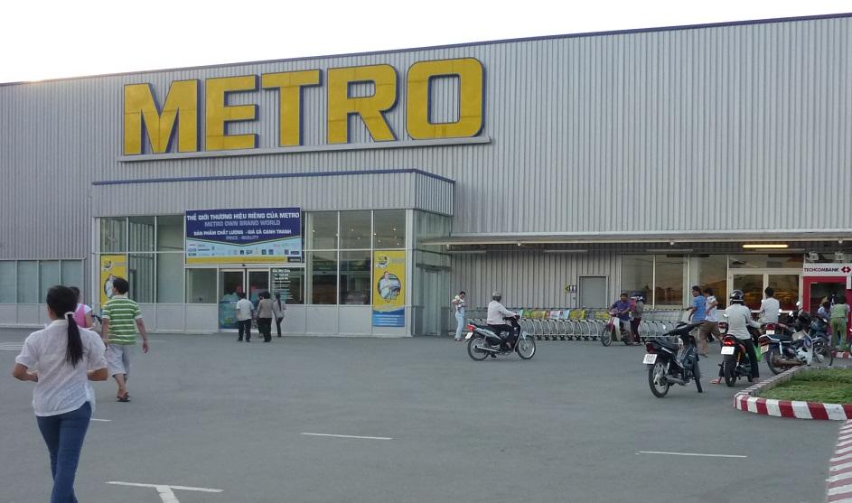 cửa cổng tự động siêu thị Metro