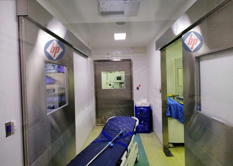 Cửa phòng mổ bệnh viện