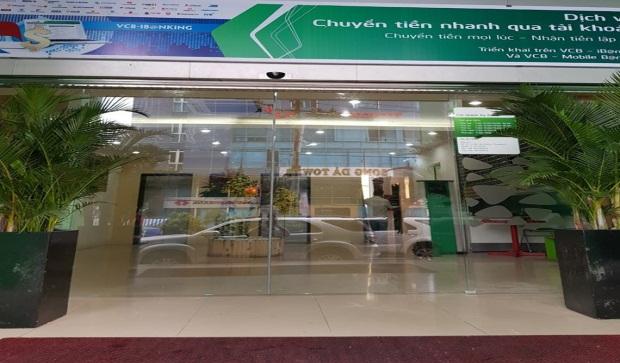 Cửa tự động chi nhánh ngân hàng Vietcombank